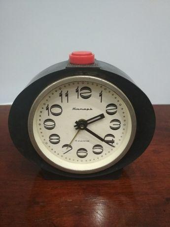 Часы будильник Янтарь 4 камня, советских времён.