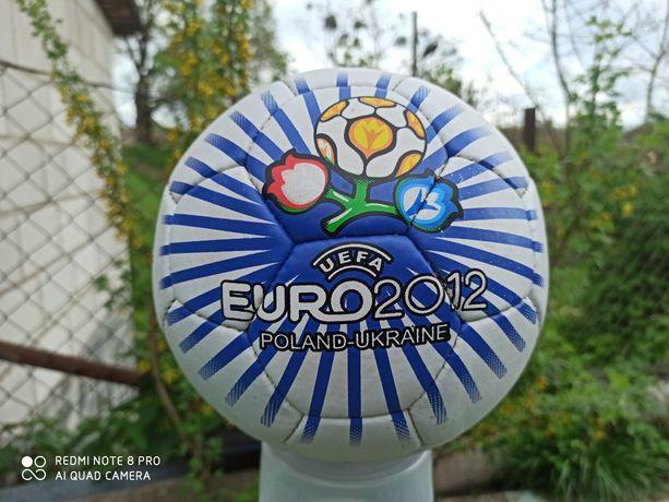 Мяч футбольный новый.