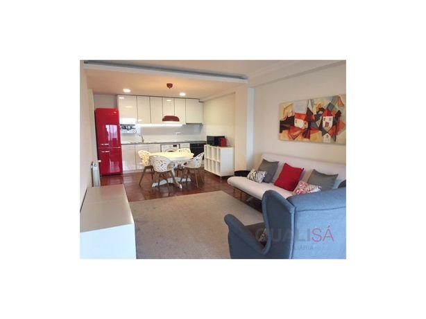 Apartamento T2 completamente mobilado e equipado para arr...