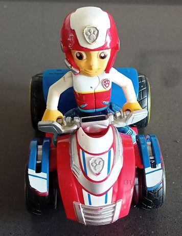 Boneco Ryder da Patrulha pata mais a sua moto quatro