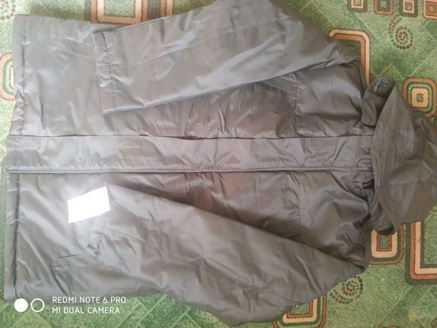Продам зимню куртку з підкладкою на флісі