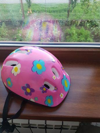 Детский велосипедный шлем для девочки.