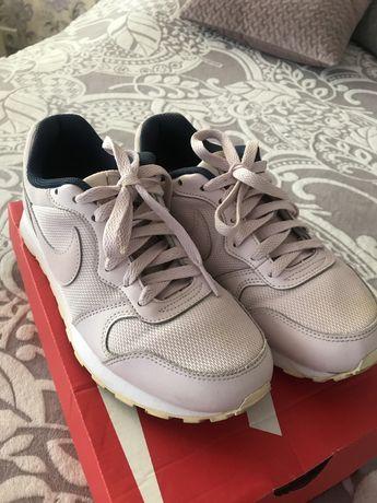 Кросівки Nike!