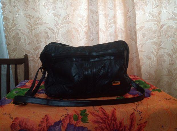 Продам дорожную вместительную  сумку из натуральной кожи!