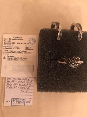 Сережки и кольцо с черными и белыми бриллиантами