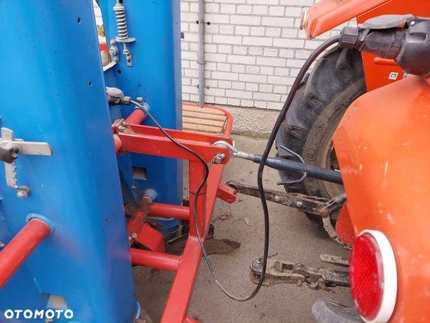 Agromet Mogilno  Sadzarka do ziemniaków 2 rzędowa 2004r AGROMET Pionier