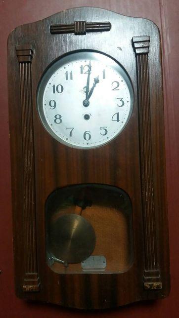 Настенные часы, деревянный корпус.