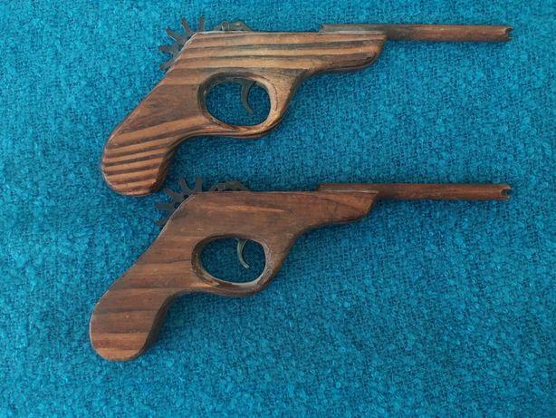 Pistola robusta de construção em madeira