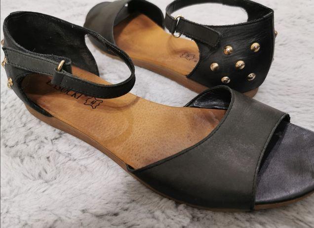 Sandałki czarne z ćwiekami Lasocki