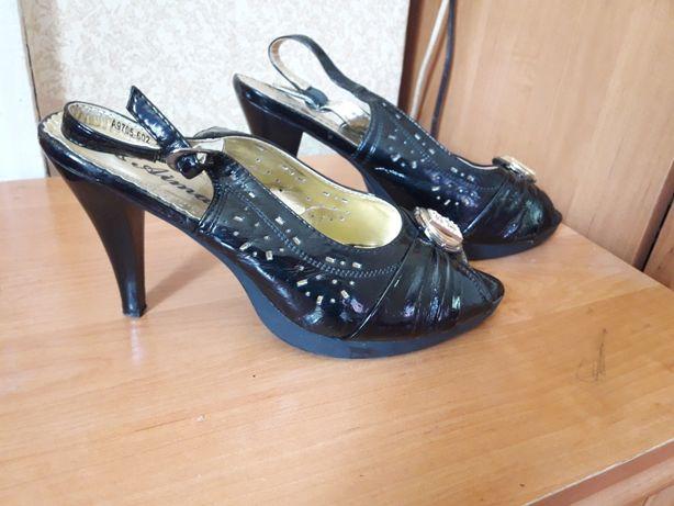 Туфли черные 40 размер