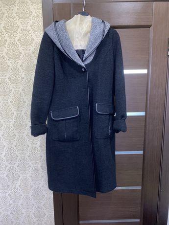 Продам женское пальто осень-весна 48 размер