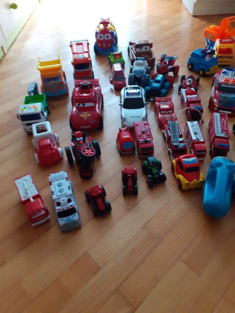 Zestaw zabawek auta traktorki