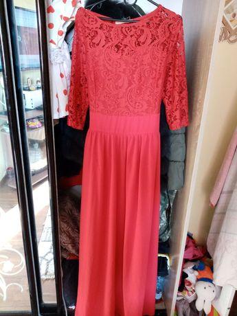Продам плаття.Фото не передало колір. Воно насичено червоно кольору.
