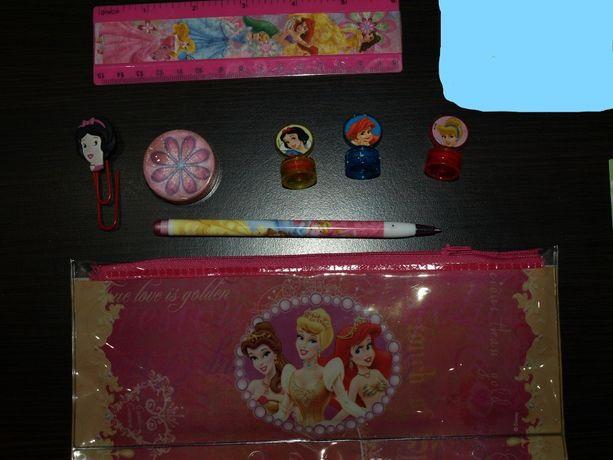 Piórnik Disney Princess + wyposażenie pieczątki / linijka / długopis