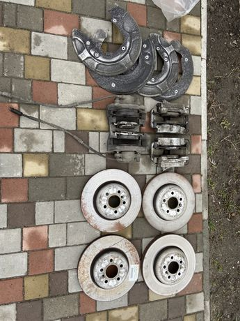 Тормозные диски, супорта в зборе BMW G30