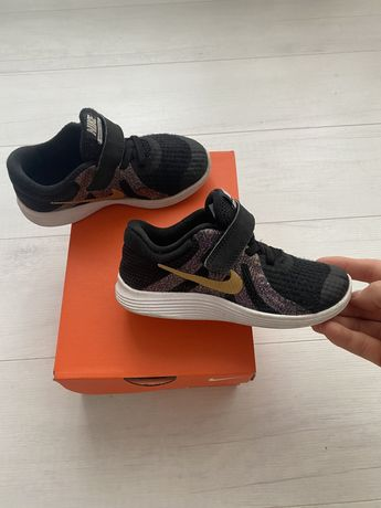 Кроссовки Nike revolution оригинал 26