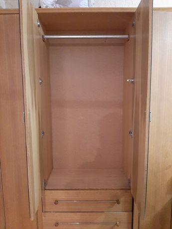 Прдам большой шкаф
