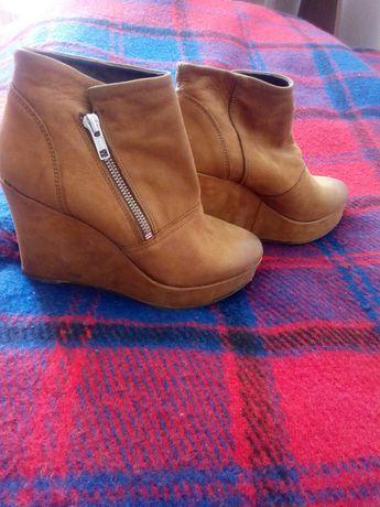 Весняні жіночі черевички шкіряні