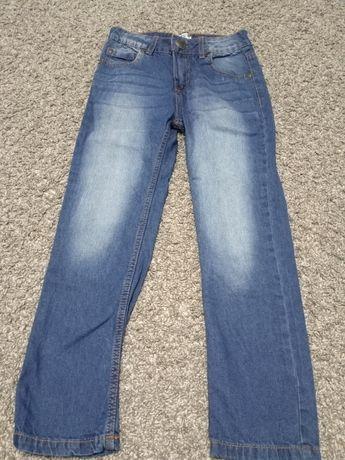 Sprzedam spodnie jeansowe chłopięce rozmiar 140