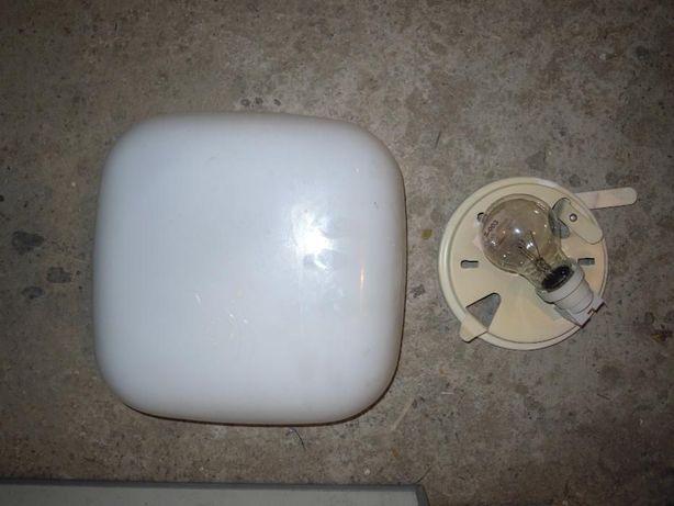 Lampa sufitowa z koloszem z mlecznego szkła