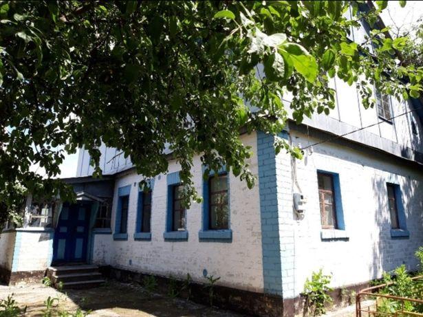 Добротний будинок з великою земельною ділянкою