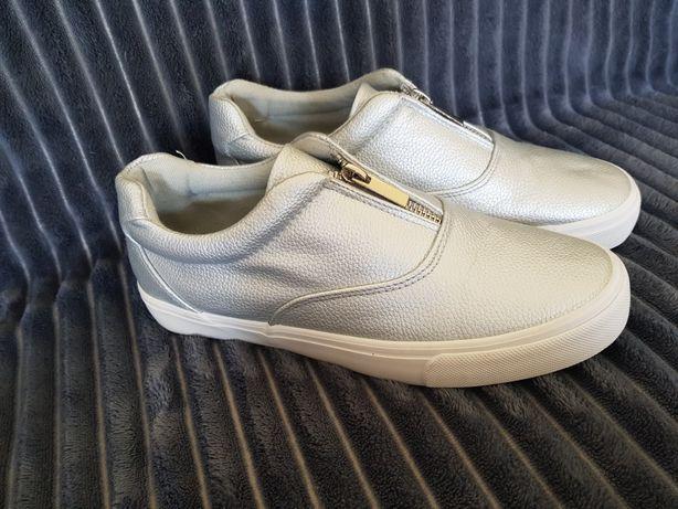 Nowe obuwie sportowe r. 37