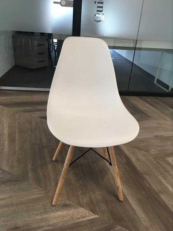 Krzesła białe, stan idealny