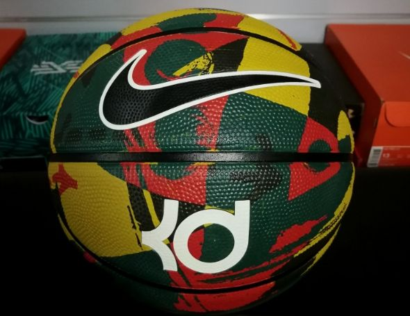 Эксклюзивный баскетбольный мяч Nike 8P от Кевина Дюранта