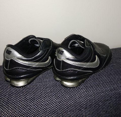 Nike r.22 buciki sportowe