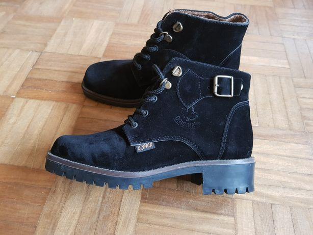 Vendo botas pretas de camurça
