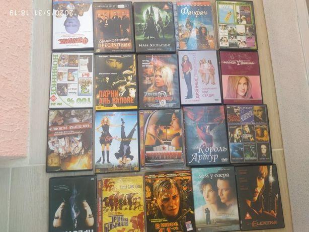 большой ящик фильмов на дисках DVD