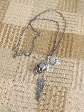 wisiorek długi czaszki cyrkonie NEXT biżuteria