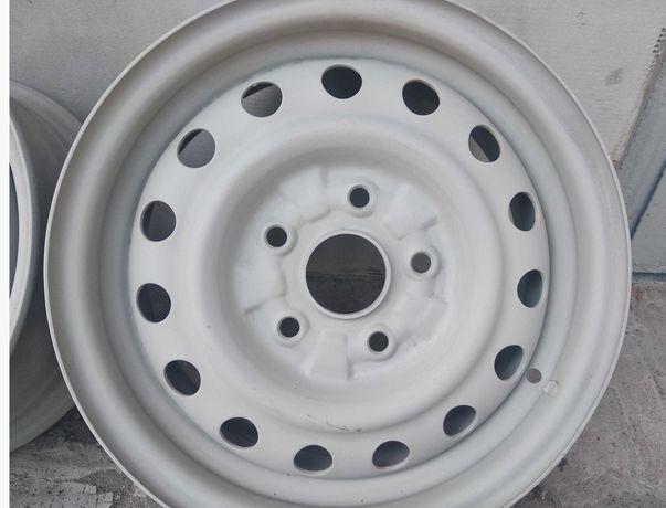 Продам четыре  стальные штампованные диски.  R14. на 5 отверстий