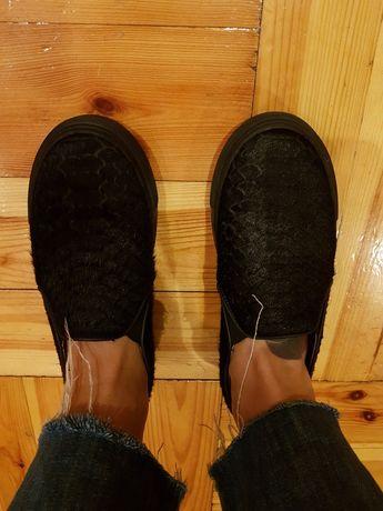 Vansy sneakersy trampki skórzane czarne z włosiem rozm 38