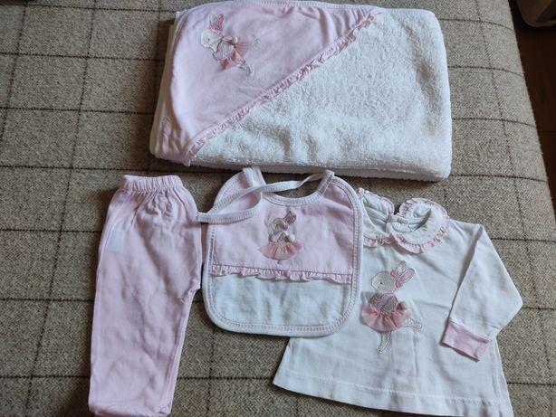 Conjunto Sardon; toalha e roupa 1/3 meses