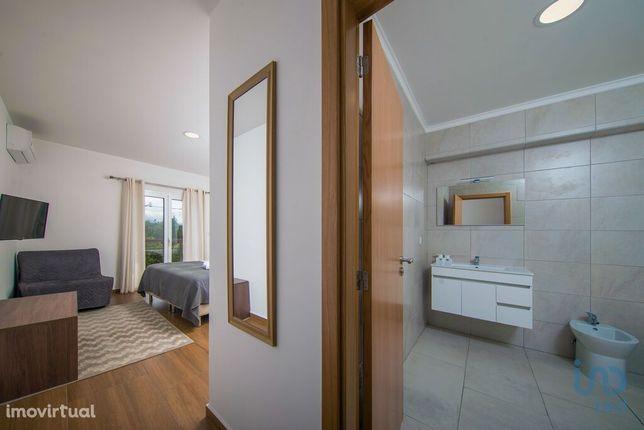 Loja - 590 m²
