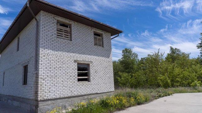 Продается шикарная дача у реки с причалом из бетона