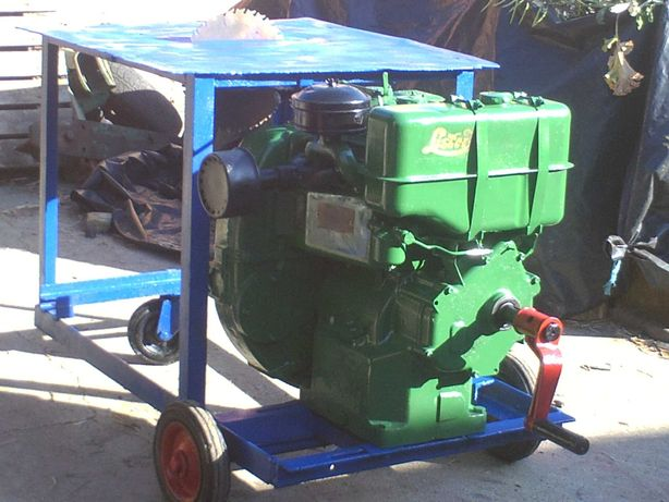 serra de mesa com motor a gasoleo de dois cilindros