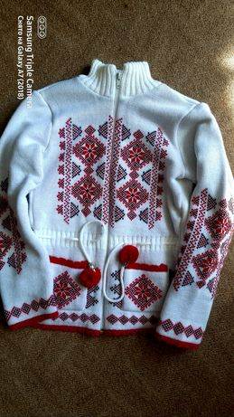 Тёплый свитер вышиванка на молнии.