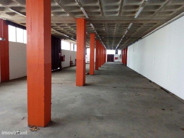 Armazém com 687 m2 para arrendar em Queluz de Baixo - Oeiras