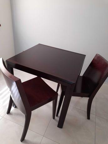 Drewniany, rozkładany stół firmy Paged