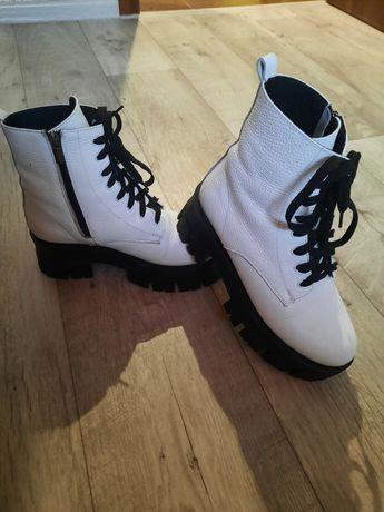 Продам зимние женские ботинки