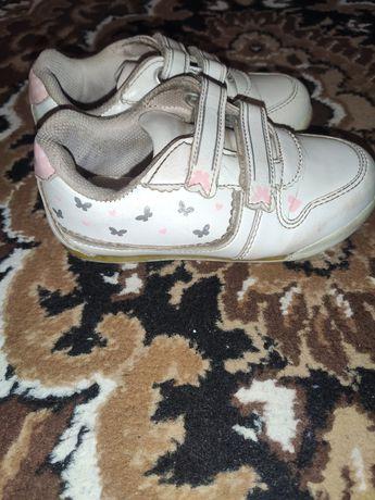 Кросівки, мокасини, модні кеди