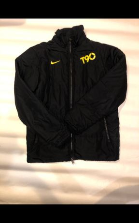 Куртачка Nike ne Adidas ne ellesse