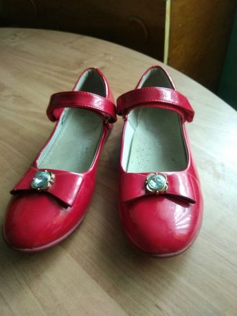 Червоні туфельки