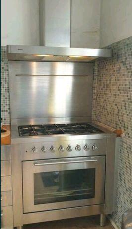 Металевий захист для кухонної плити на стіну з нержавійкиШирина 90см