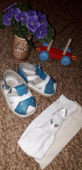 Продам сандалии + в подарок: две повязки на голову за 300 рублей