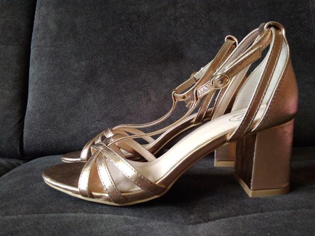 NOWE, modne, złote sandały na obcasie / na słupku r. 37