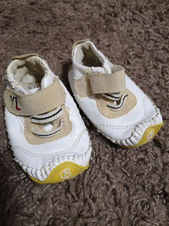 Взуття для перших кроків по дому