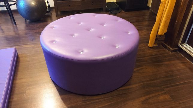 Puf fioletowy sofa okrągły błyszczący